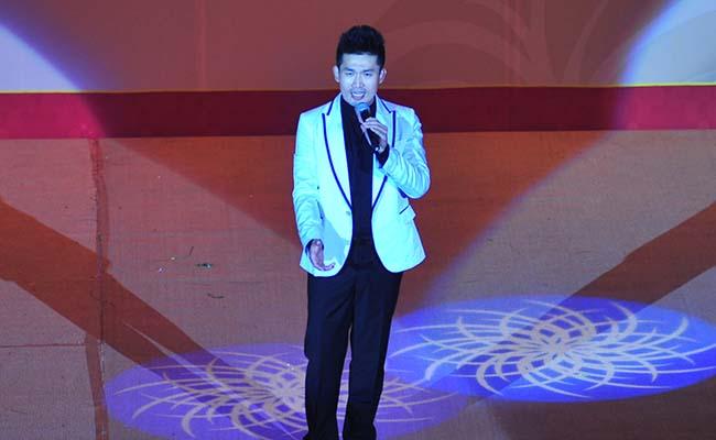 青年男高音独唱演员宫栋才演唱歌曲《我的中国梦》